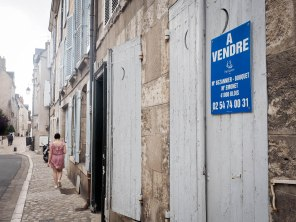 Blois blues. Much real estate for sale.