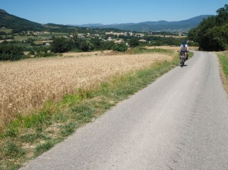 Why don't roads look steep in photos?